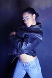 非洲裔美国人的黑人舞女她的采取的夹克少年 库存图片