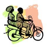 非洲黑人剪影一辆摩托车的反对一面三色旗子:绿色,黄色,红色 免版税库存照片