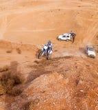 非职业种族在沙漠,夏日。 免版税库存图片