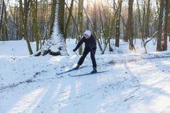 非职业滑雪者调低小山 免版税图库摄影