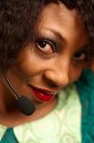 非裔美国人的女孩在电话中心 免版税库存照片