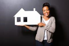 非裔美国人的妇女房子 免版税库存图片