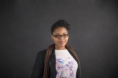非裔美国人的妇女老师或学生白垩黑色委员会的 免版税图库摄影