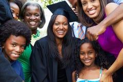 非裔美国人的学生庆祝毕业 库存照片