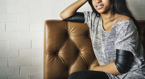 非裔美国人的有吸引力的聪明的女性女孩概念 库存图片