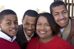 非裔美国人的母亲和她的十几岁的儿子 免版税图库摄影