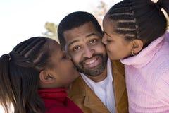 非裔美国人的父亲和他的年轻女儿 库存照片