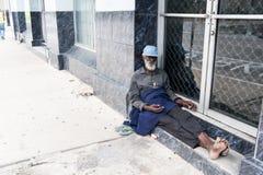 非裔美国人的老无家可归的人 库存照片