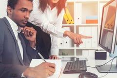 非裔美国人CEO和他的同事 免版税库存图片