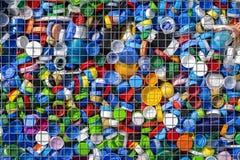 非酒精或水盖帽为回收和保护行星收集了 塑料的汇集回收的 免版税库存图片
