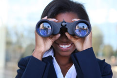 非洲双筒望远镜妇女 免版税图库摄影