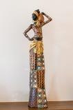 非洲在桌上的小雕象女孩 库存图片