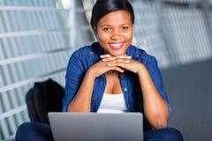 非洲大学生膝上型计算机 库存照片
