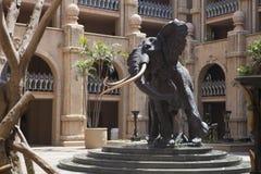 非洲大象头安心,人为岩石在Sun City,南非 免版税库存照片