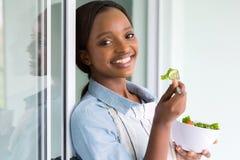 非洲女孩沙拉 免版税图库摄影