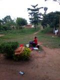 非洲女孩洗涤物 免版税库存图片