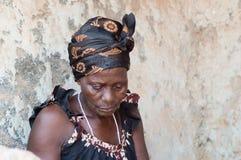 非洲妇女在村庄 免版税库存照片