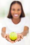 非洲妇女苹果 免版税库存照片