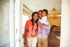 非洲家庭在家 免版税库存照片