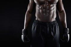 年轻非洲男性拳击手的躯干 免版税库存照片
