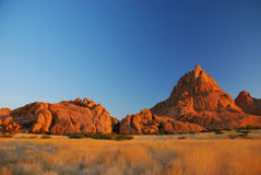 非洲纳米比亚spitzkoppe日落 免版税库存图片