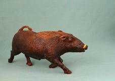 非洲艺术-疣肉猪从实体木材雕刻了 库存照片