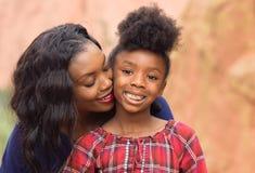 非洲裔美国人的儿童母亲 免版税库存照片