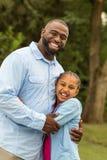 非洲裔美国人的女儿父亲 免版税图库摄影