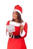 非洲裔美国人的帽子圣诞老人佩带的&# 免版税库存照片