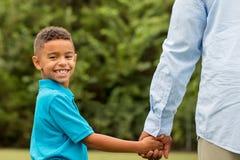 非洲裔美国人的父亲儿子 免版税库存图片