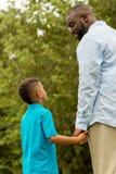 非洲裔美国人的父亲儿子 免版税库存照片