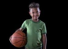 非洲裔美国人的蓝球运动员年轻人 免版税库存照片