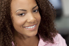 非洲裔美国人美好女孩混合的族种微&# 免版税库存图片
