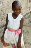 非洲青年时期全部沿路微笑 库存图片