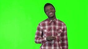 年轻非洲食人的炸薯条 股票视频