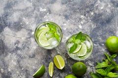 非Mojito古巴鸡尾酒酒精饮料两highballs,夏天热带假期饮料用兰姆酒 免版税库存图片