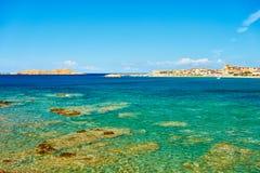 靠岸在撒丁岛- Isola Rossa北部  库存照片