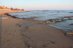 靠岸在斯卡拉dei Turchi靠近阿哥里根托,西西里岛 库存图片