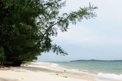 靠岸在西哈努克度假胜地的周围在柬埔寨 免版税图库摄影