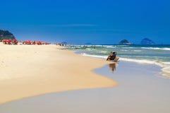 靠岸在巴拉岛da Tijuca海滩,里约热内卢 免版税图库摄影
