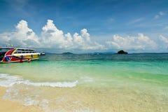 靠岸在Ko发埃发埃唐海岛,泰国上 免版税库存照片