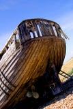 靠岸的小船线路桨岸 免版税库存照片