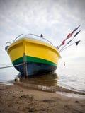 靠岸的小船,在波兰的岸 免版税库存图片