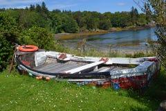 靠岸的小船 免版税库存图片