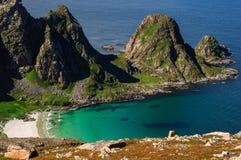 靠岸的鸟瞰图在山,挪威附近 免版税库存照片