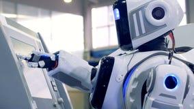 靠机械装置维持生命的人按在工厂单位的触摸屏幕按钮 股票录像
