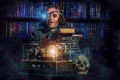 靠机械装置维持生命的人科学家 免版税图库摄影