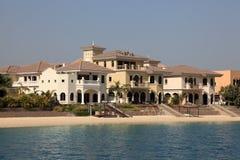 靠海滨的别墅在迪拜 库存照片
