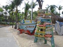 靠海滨的路标 免版税库存照片