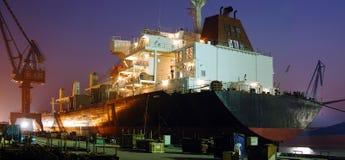 靠码头的大船 免版税库存照片